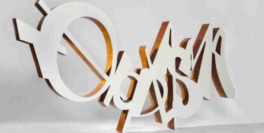 gebogen letters van hout